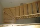 Puidust aknad, uksed, mööbel, trepid, trepikäepidemed.