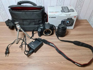 Зеркальный фотоаппарат Canon EOS 200D